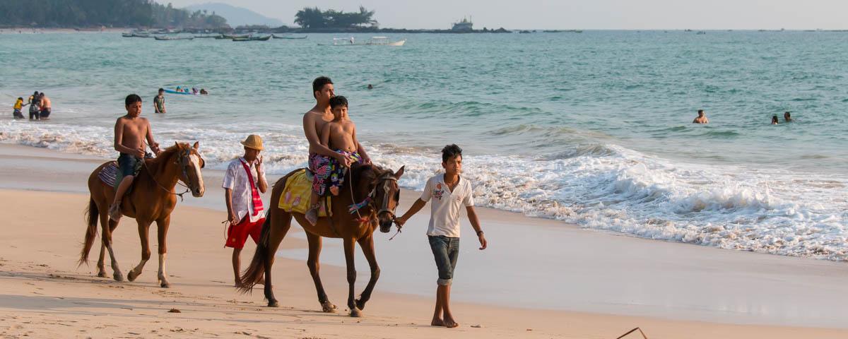 Ngapali-Beach_-_Ride-on-the-Beach
