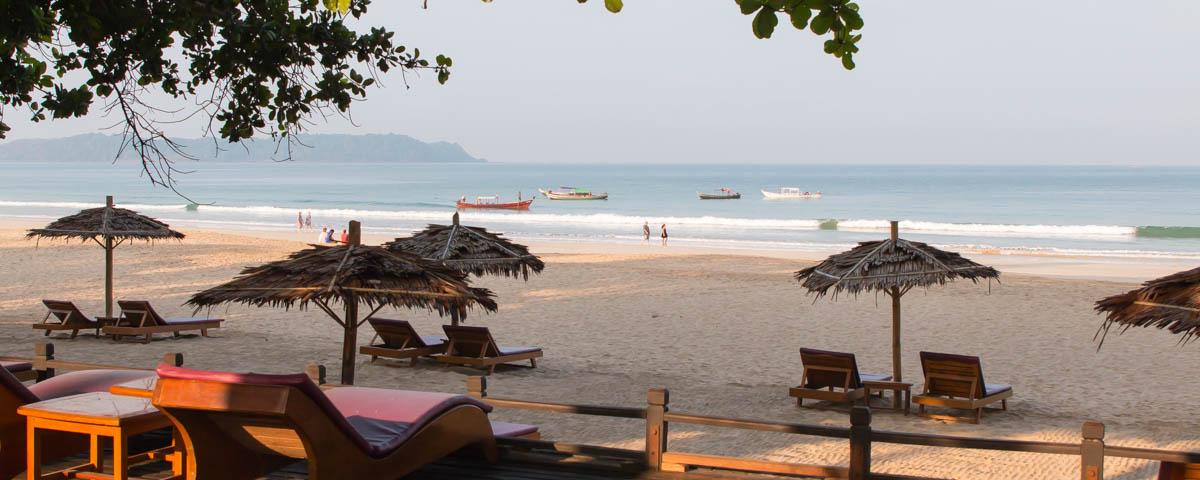 Ngapali-Beach_-_View-to-the-Sea