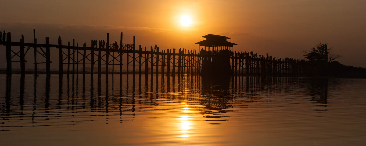 Myanmar-Amarapura-U_Bein_Bridge_at_Sunset